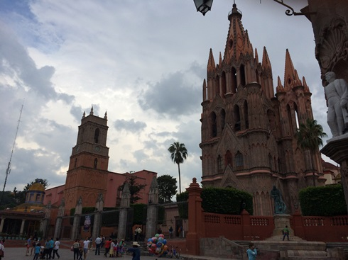 Lots of families hanging out in the town center (aka Zocalo).