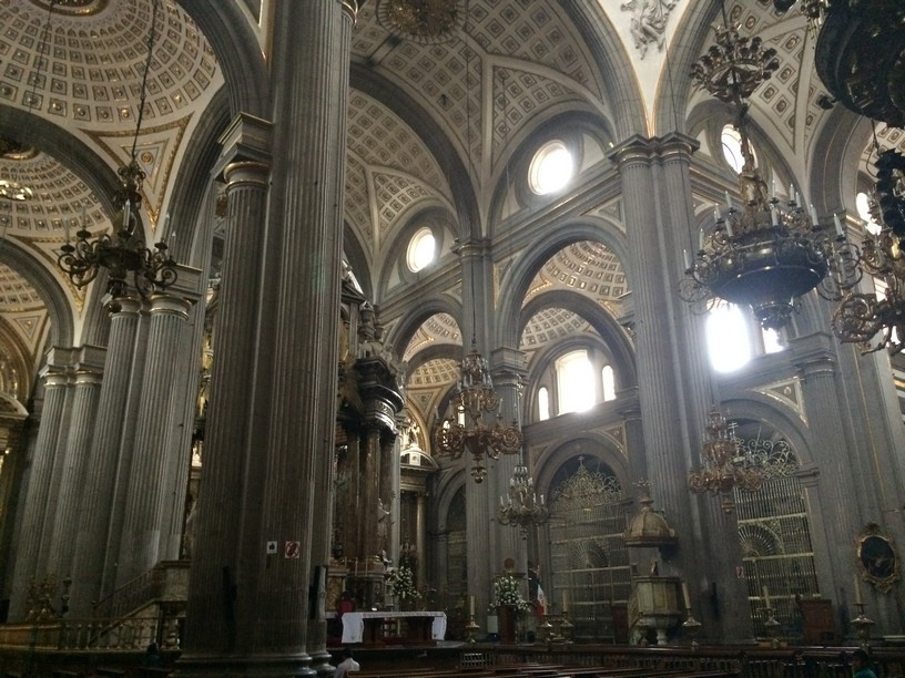 INSIDE THE  COLONIAL ROMAN CATHOLIC CHURCH NAMED PUEBLA CATHEDRAL