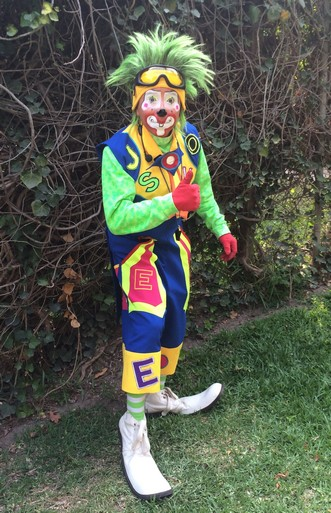 Usually I'm not a fan of clowns but this one was good. Really good! He entertained me and I really did not knowwhat he was saying.