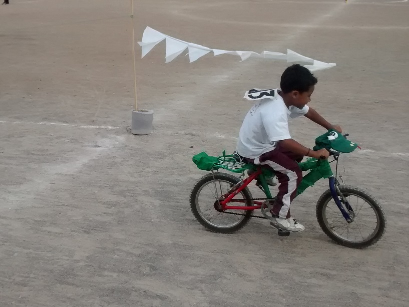 Some kids were faster than others (must have been the green snake that adorned hisbike).