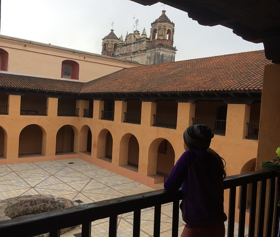 Looking at the courtyard of a building adjacent to the Iglesia de Santo Domingo in San Cristobal de las Casas. The museum was inside several rooms of this beautiful building on both the ground and second floors.