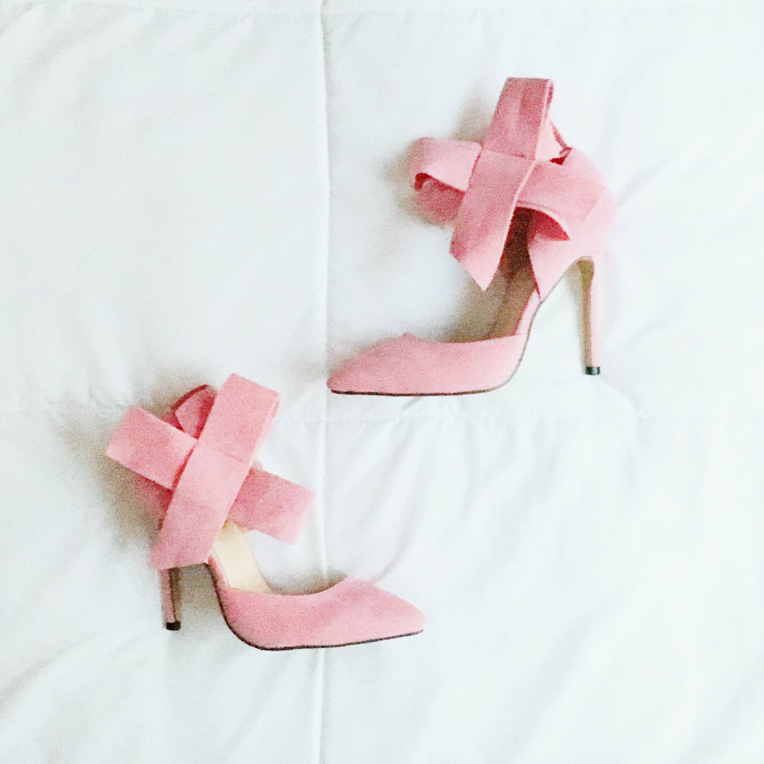 Pretty bow heels .