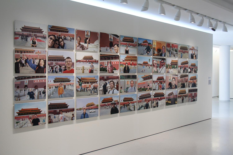 Notícias de Lugar Nenhum (Made in China) •  2010 •  40 óleos sobre tela• 37 x 50 cm (cada)• Coleção MAC-USP - Museu de Arte Contemporânea da Universidade de São Paulo