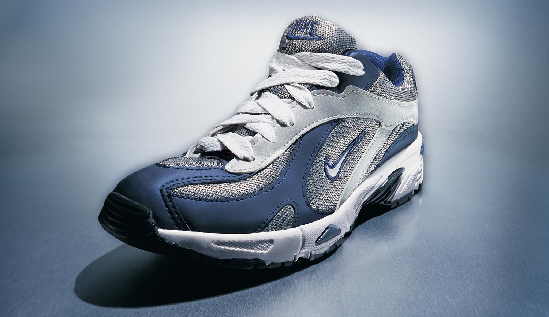 Nike: R$ 35,00 (série O Que Te Seduz) (detalhe) •  2003/2004 •  Fotografia, impressão digital, recibo de compra •  69 x 120 cm, 30 x 30 cm (díptico)  • Coleção MARP - Museu de Arte de Ribeirão Preto