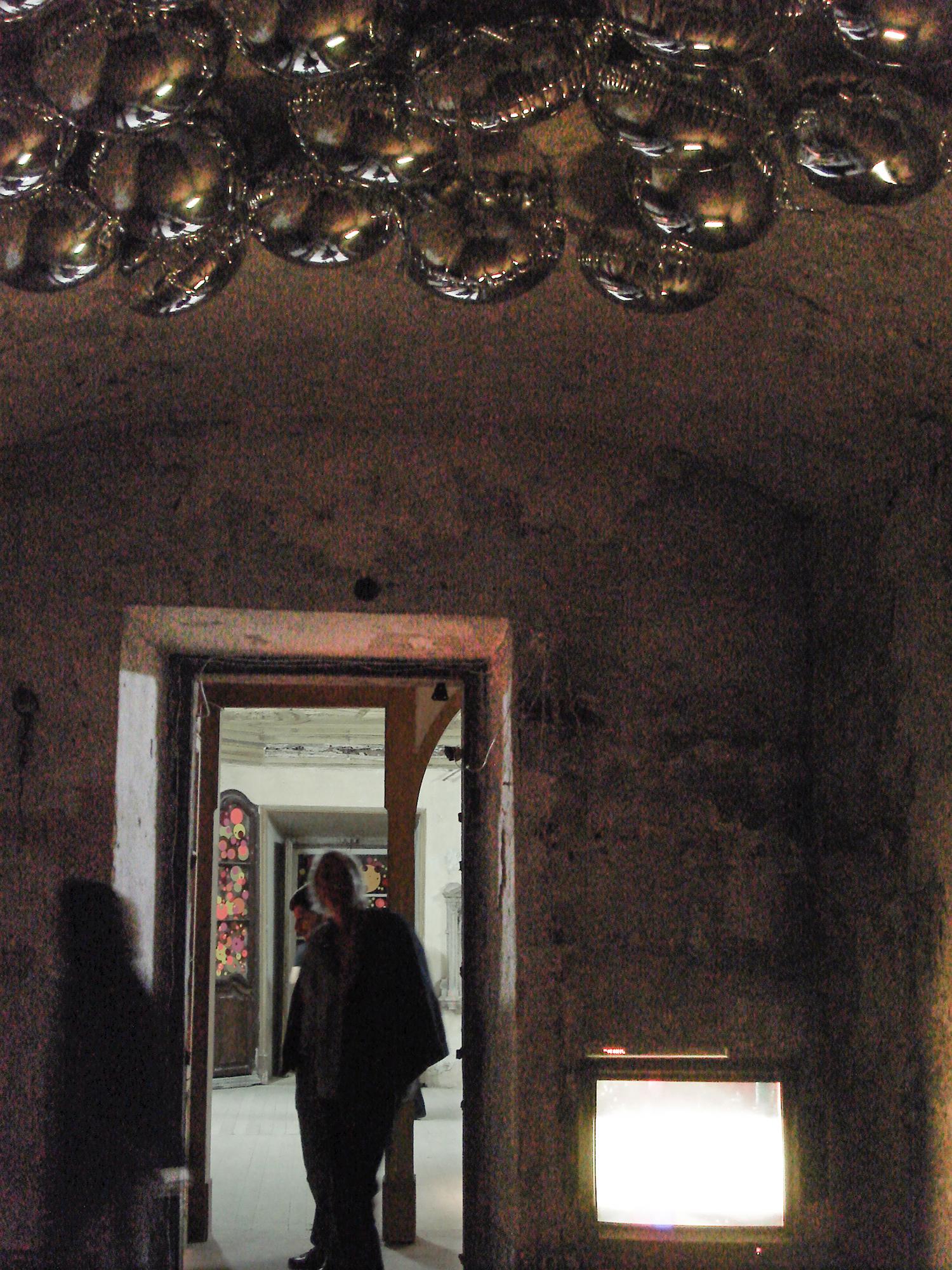 Entre Tempos  :group show at  Carpe Diem Arte e Pesquisa cultural center in  Lisbon, Portugal, September through November 2009.  Coordination Albano Afonso and Sandra Cinto. Curatorship by Paulo Reis.  Work shown: Entretempos.