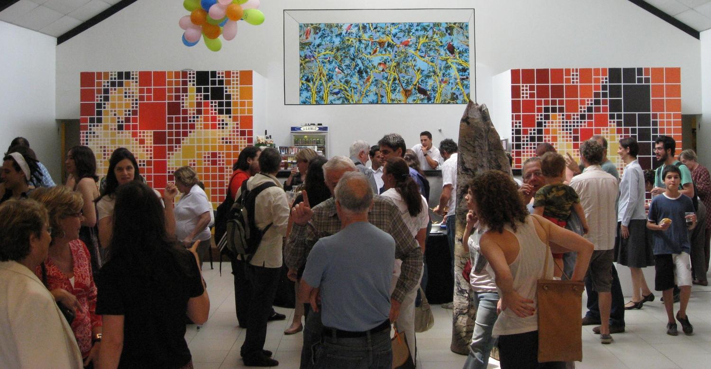 "Entorno De (Nos Limites da Arte)  .  Group show at  Funarte, São Paulo, October and November 2009. Coordination by Albano Afonso and Sandra Cinto.  Work shown: ""Four Resemblant Nudes, Two After Picasso""."