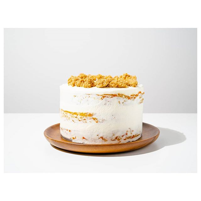 🥕 Carrot cake + sour cream frosting + graham crumb. A mashup of @christinatosi recipes. It's a flavor explosion!