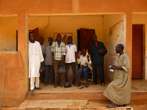 A group of Zerma and Fulani men proudly show the contents of their care packages they received after conducting eye-tracking trials in the village of Bassi.
