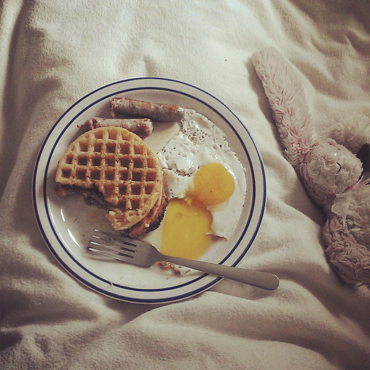 gluten free waffles, fried eggs and sausages