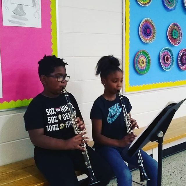 These two are preparing for their recital today. We can't wait to hear them play! #musicworks #elsistemainspired #woodwinds #practicemakesperfect #clarinet #workingtogether