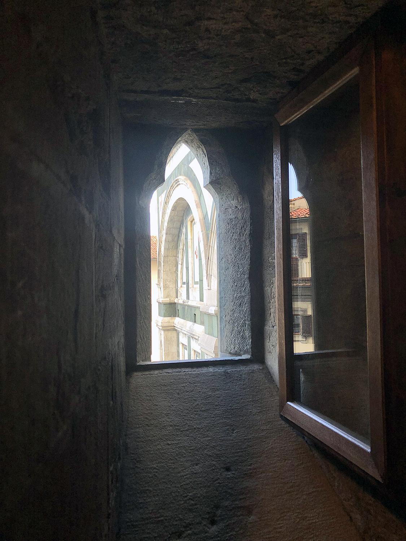 2018 ITALY_firenze_duomo_window.jpg