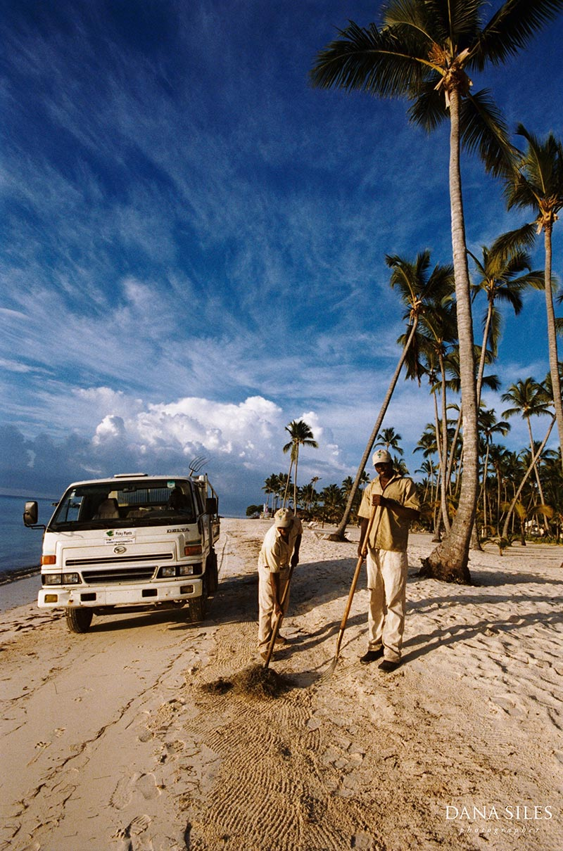Dominican Republic: Beach Cleaners II