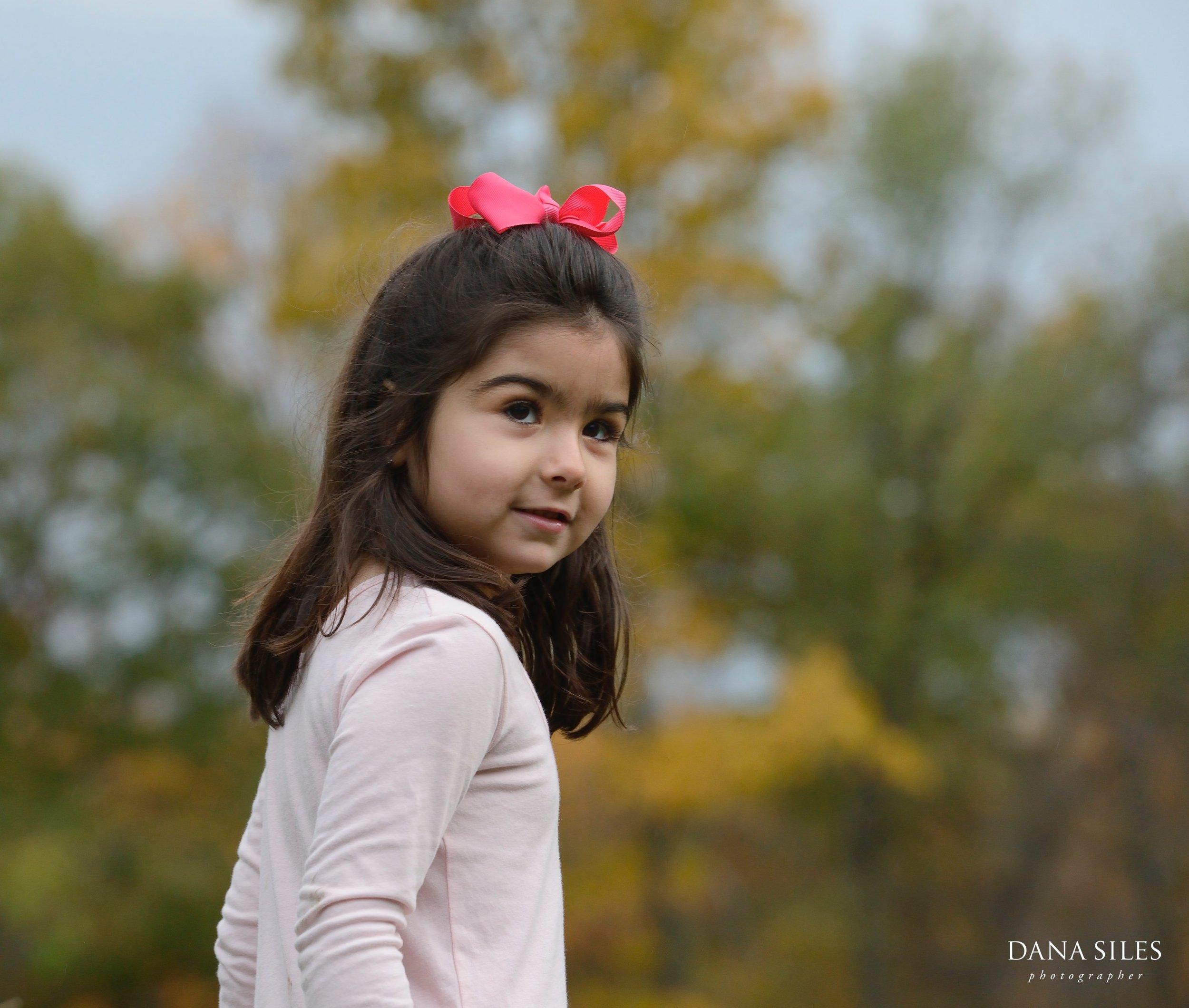 Phillips-Fall-Family-Portrait-Waltham-MA-Dana-Siles-Photographer-05