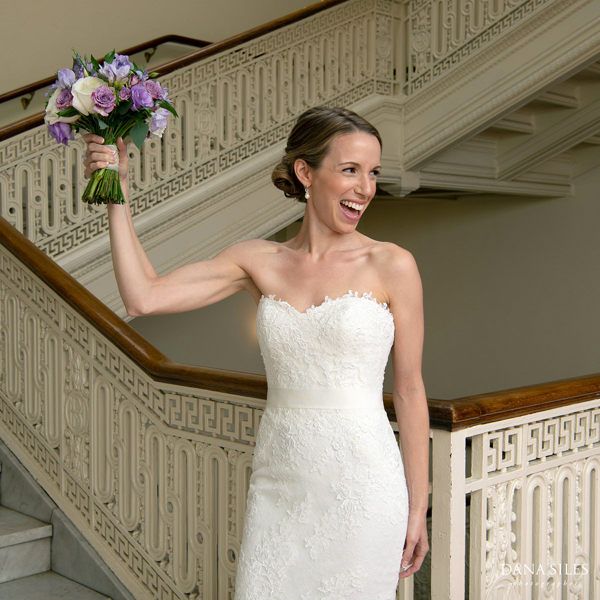 boston-bride-pronovias-gown-boston-bridal-bouquet-Flou(-e)r