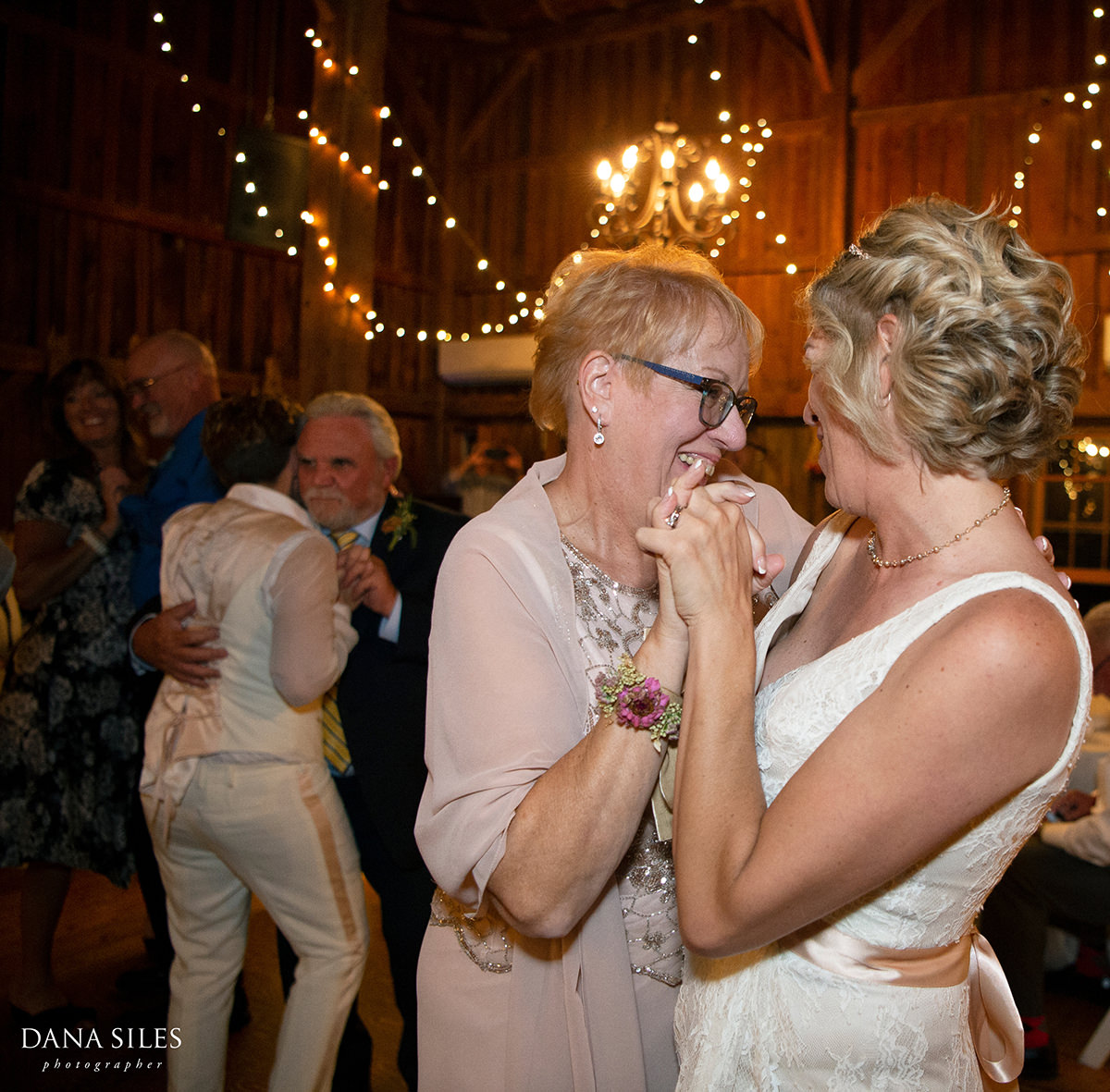 bride-and-mom-dance