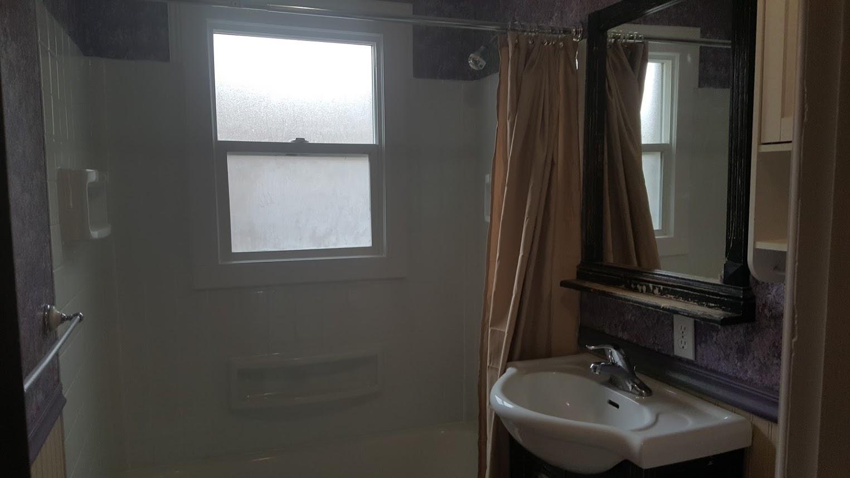1st St Bathroom.jpg