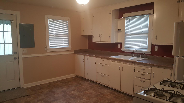 1st St kitchen.jpg