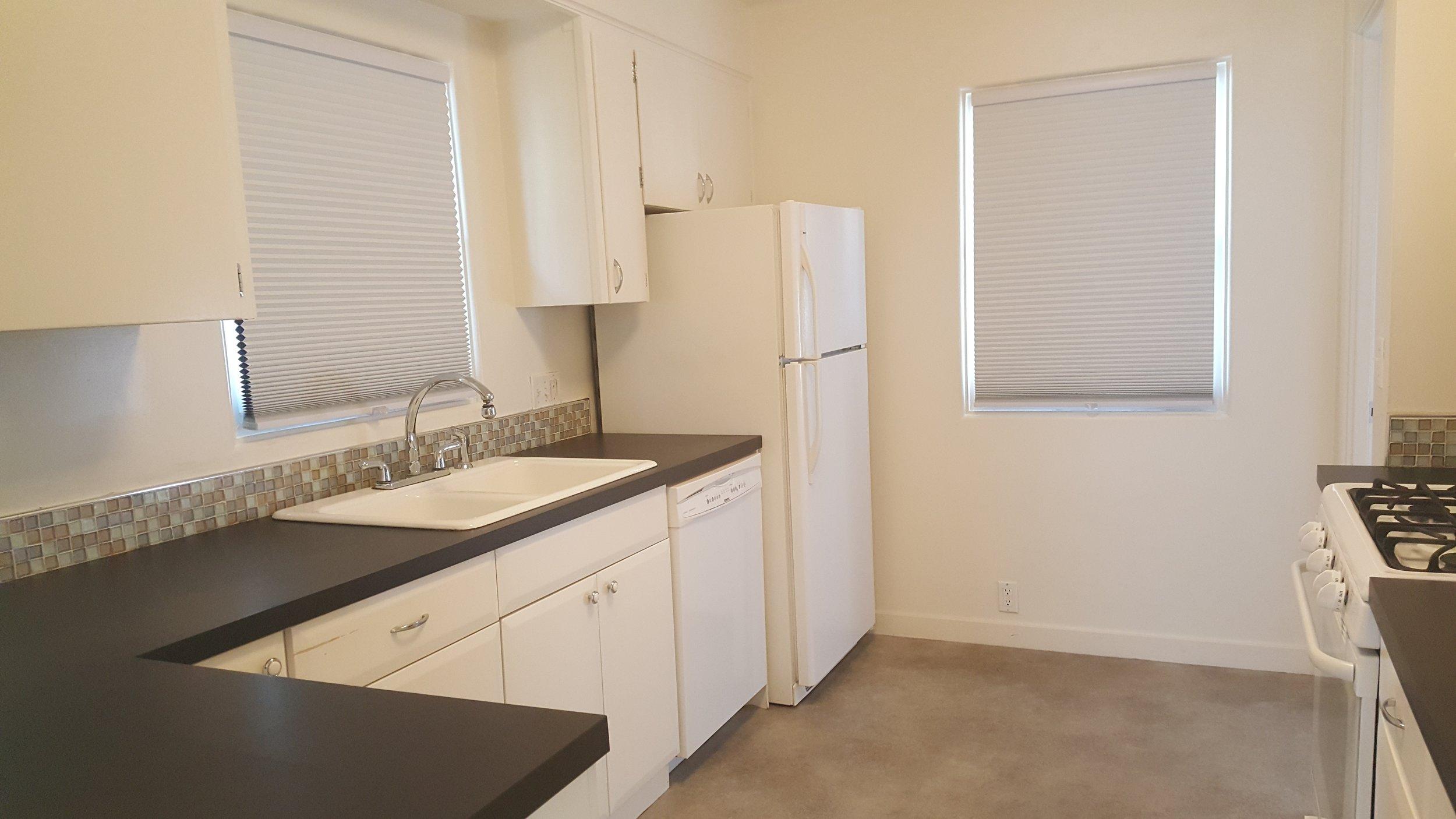 830 Woodford amazing kitchen.jpg
