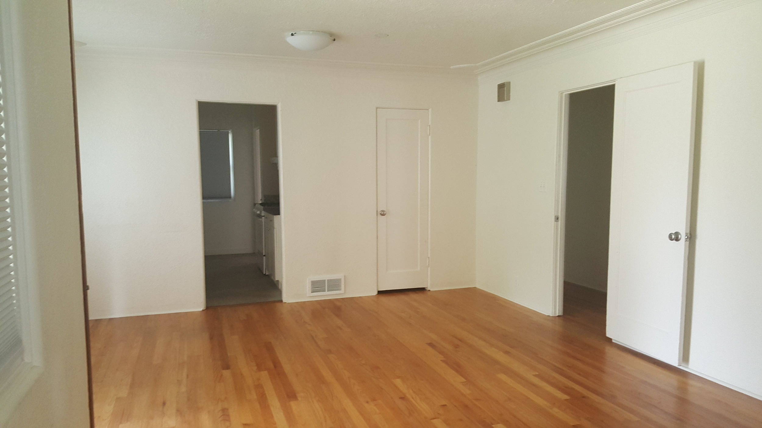 830 Woodford livingroom.jpg