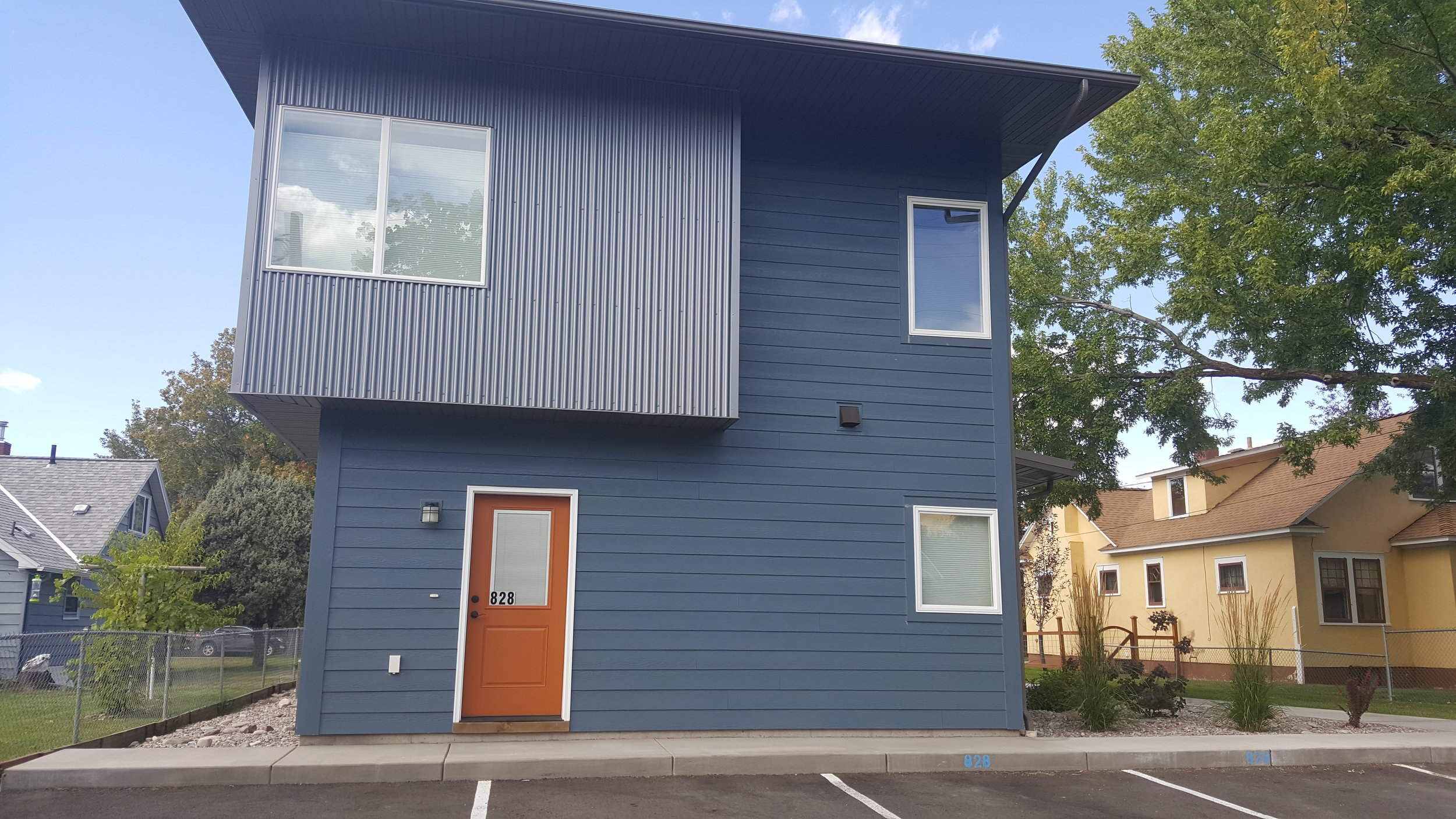 front w-parking 828 Woodford.jpg