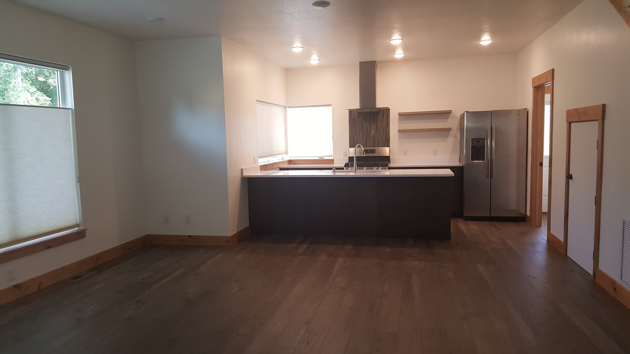 828 Woodford living to kitchen on main.jpg