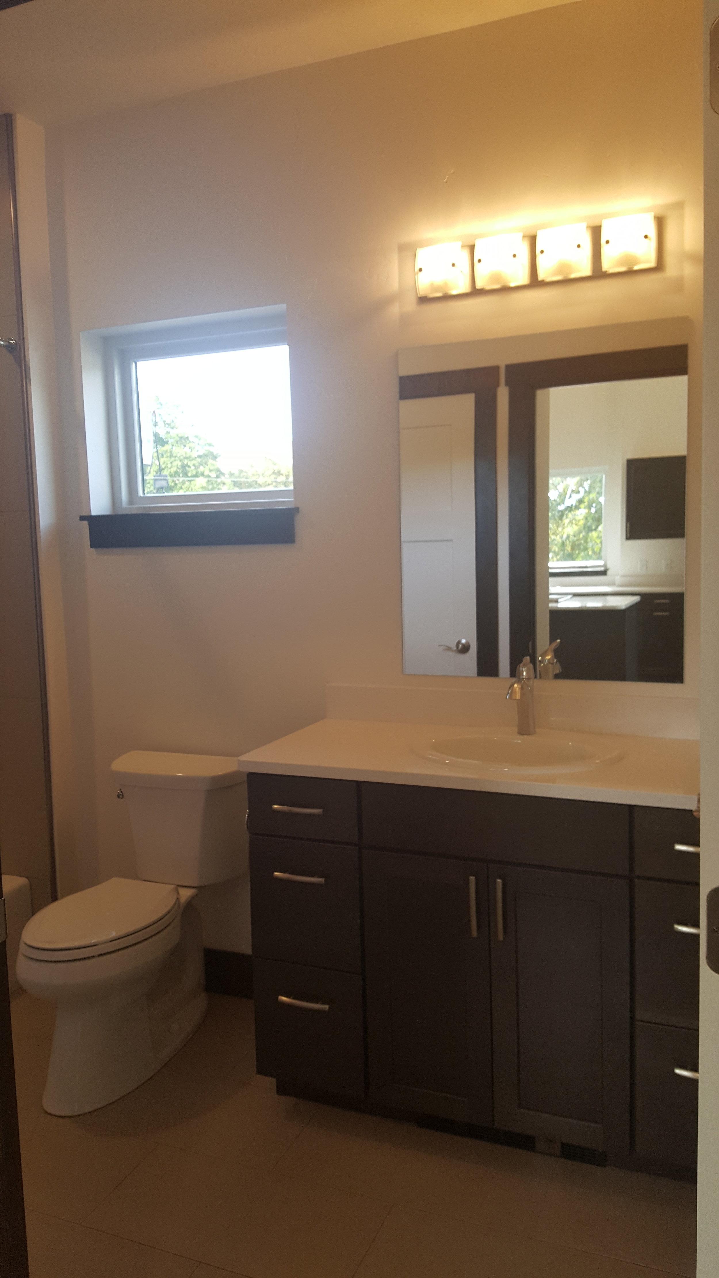 Grand #300 Bathroom.jpg