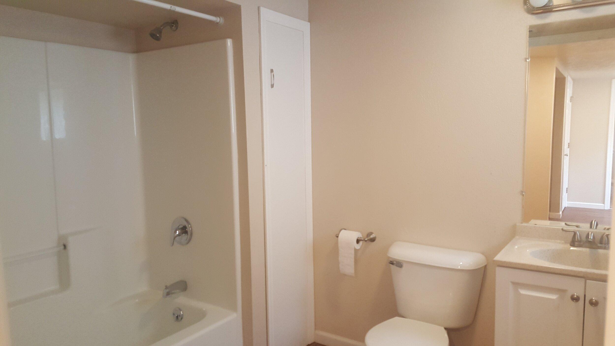 Bathroom 14th Down.jpg