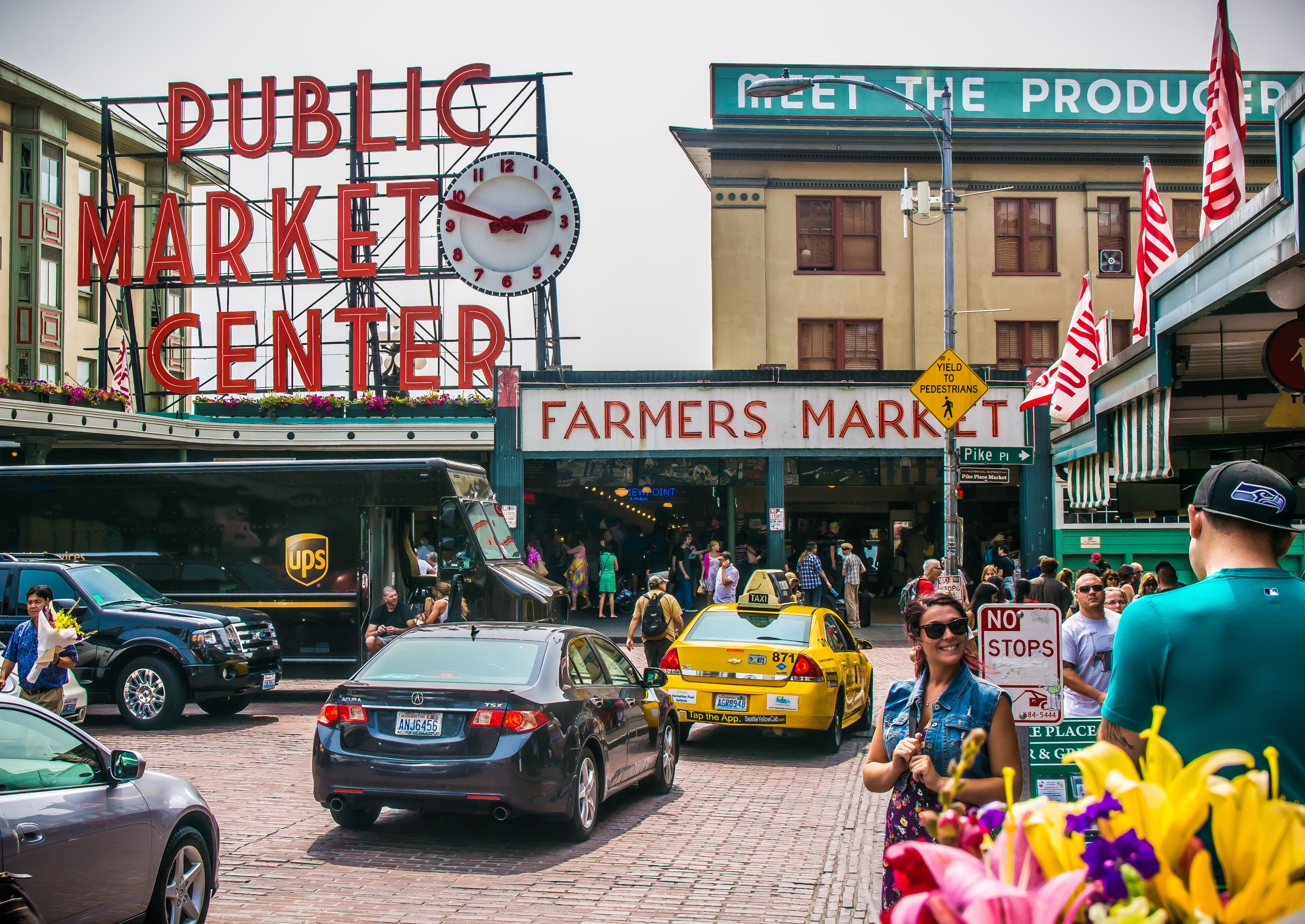 The self-critical photographer in me hasn't been pleased with many shots this trip, but l LOVE THIS PICTURE! Click to enlarge if you wish. Pike's Place Market, Seattle, WA.