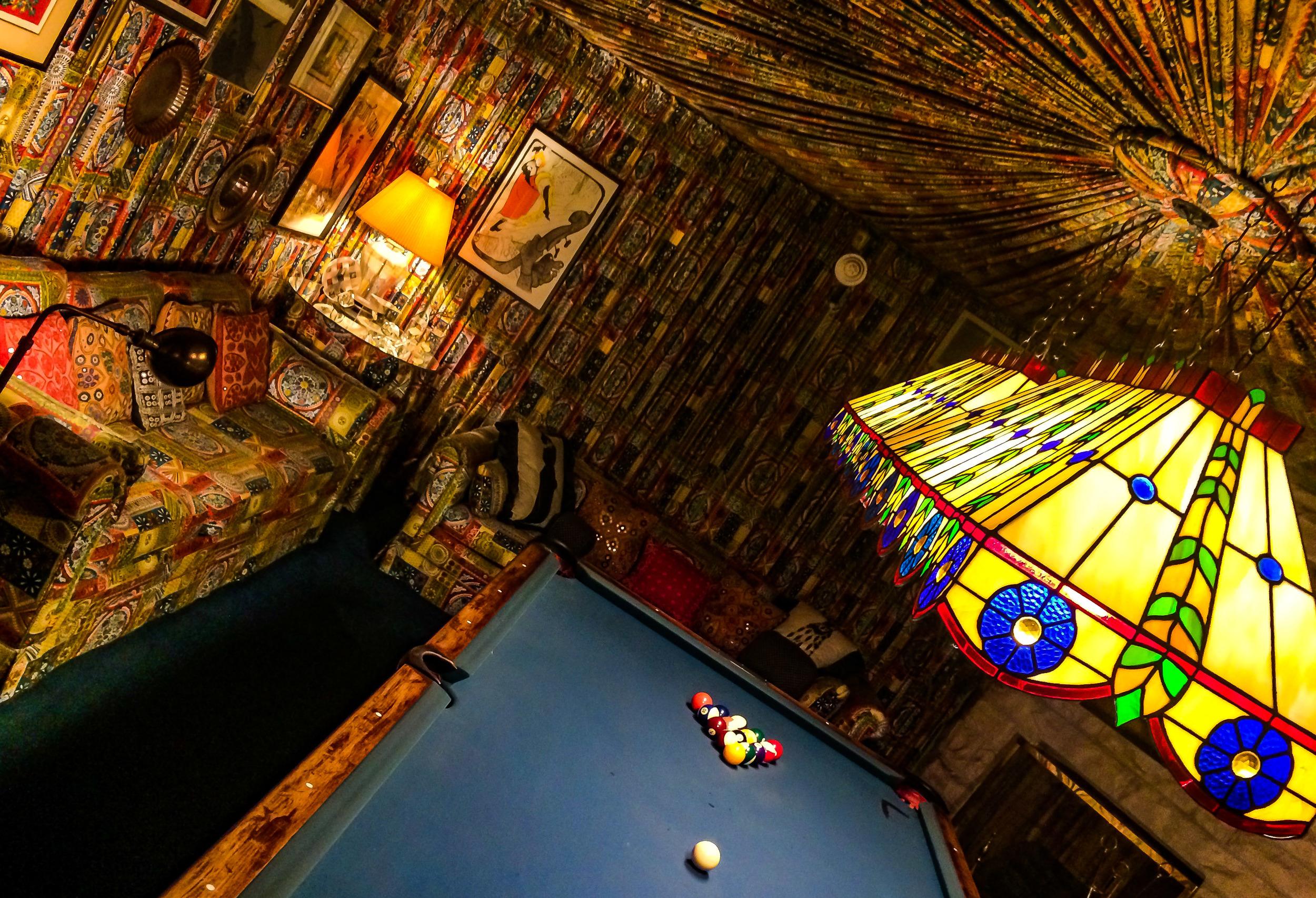 The pool room, Graceland. MY EYES!