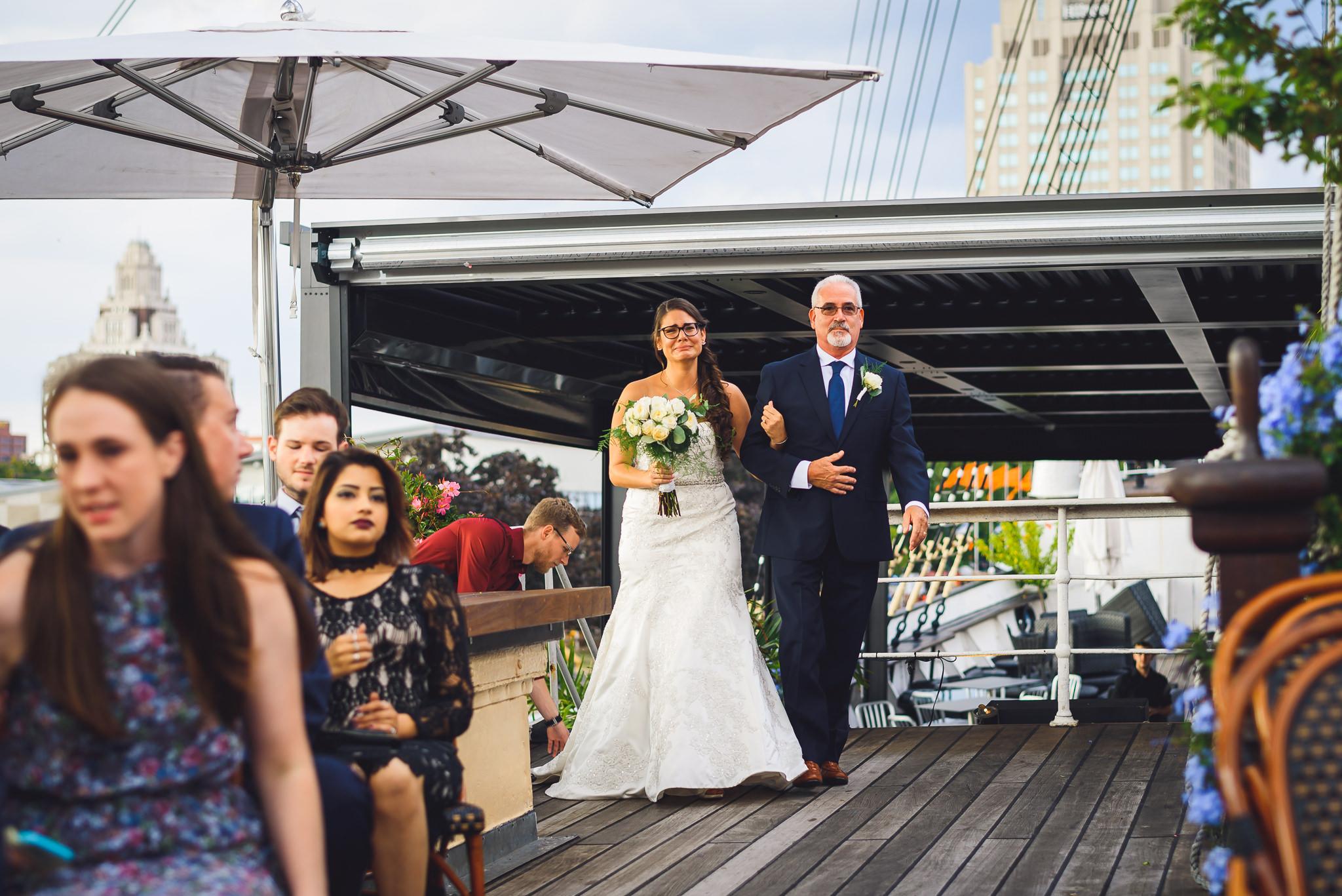 Moshulu-Wedding-Photographer-0030.jpg