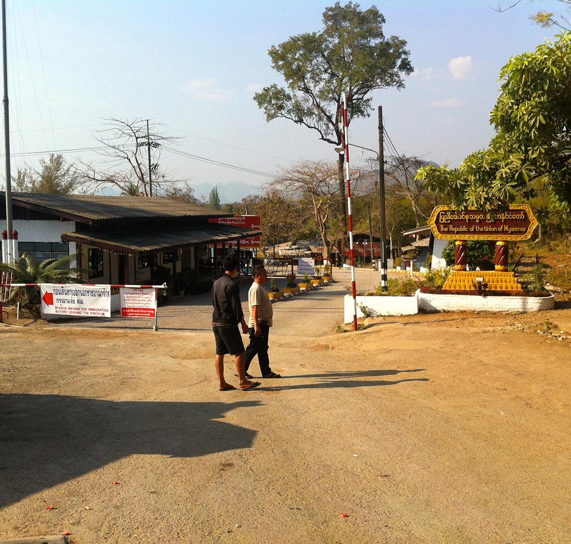 Visiting the Three Pagoda Pass border-crossing point