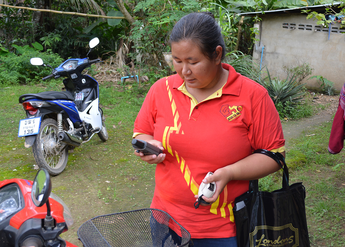Pimpa recording the GPS position of the house of the family she just interviewed.