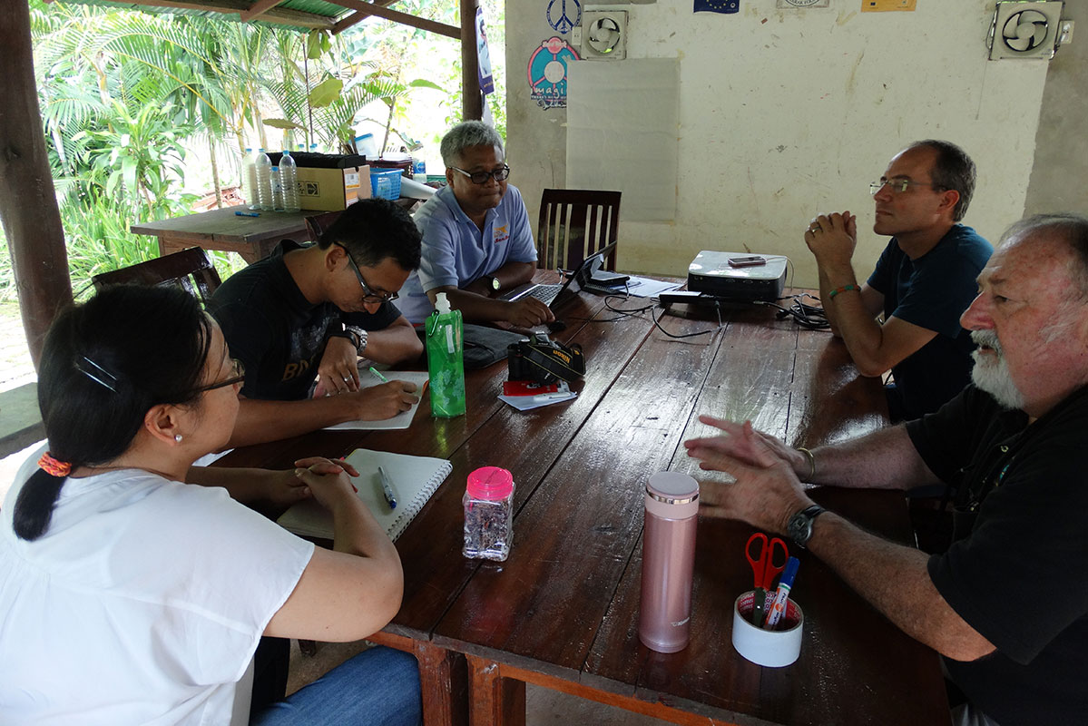 Meeting to plan the community campaign.