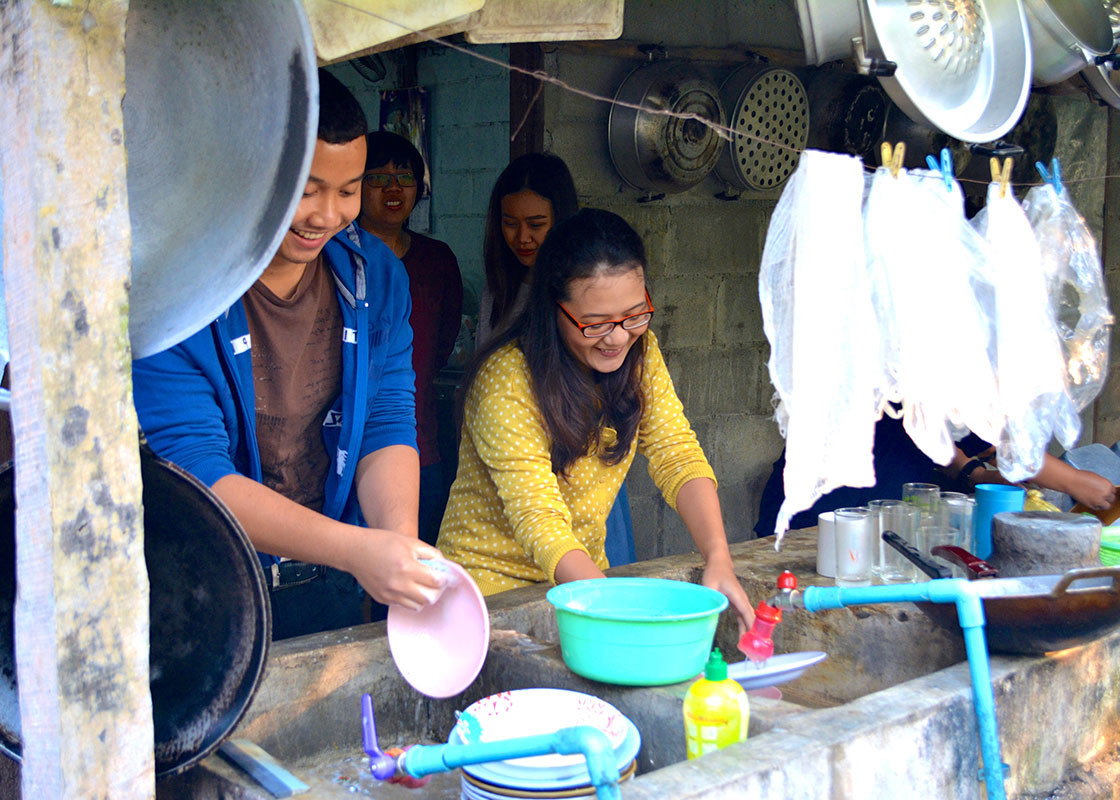 The MTEC team members took turn washing dishes. Their regular task after every meal.