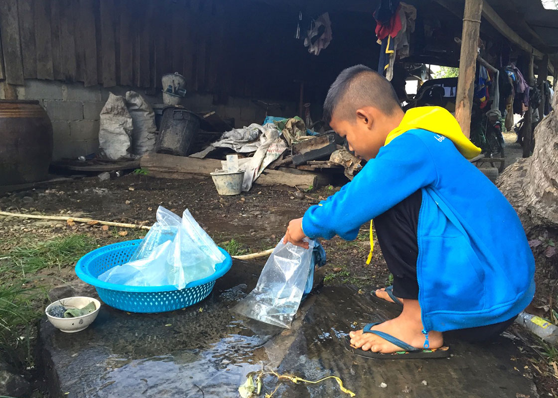 Another household in Viakadee who recently joined the SODIS X usability study. They use a cloth to filter the water before filling it in SODIS X.