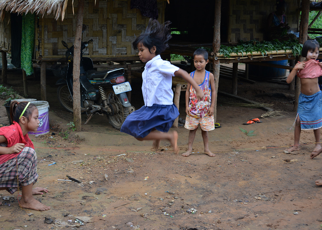 Children playing in Mong Sa Tur
