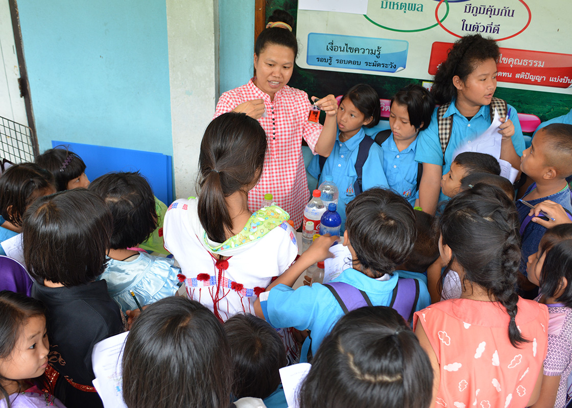 Piyawan demonstrated a simple, positive-negative test kit for testing bacteria in drinking water to the students.