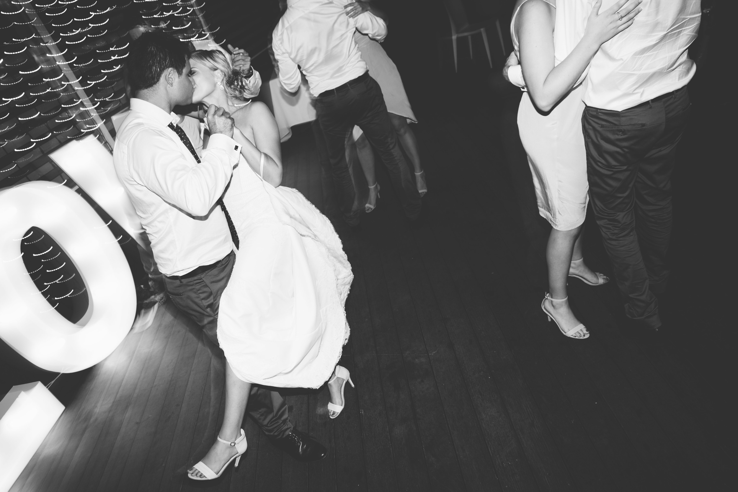 Courtney + Chris_Dancefloor-8866.jpg