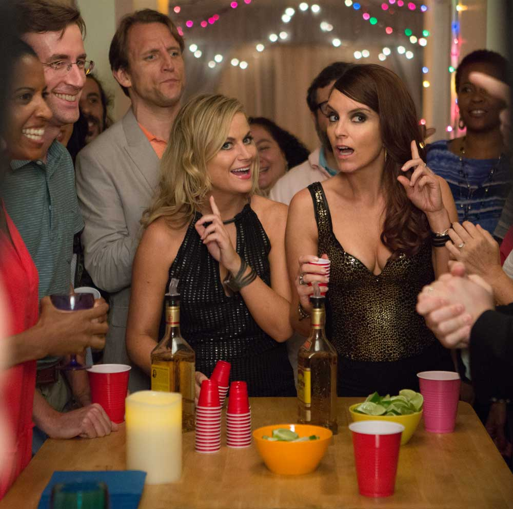 Amy Poehler & Tina Fey in SISTERS. K. C. Bailey / Universal Pictures