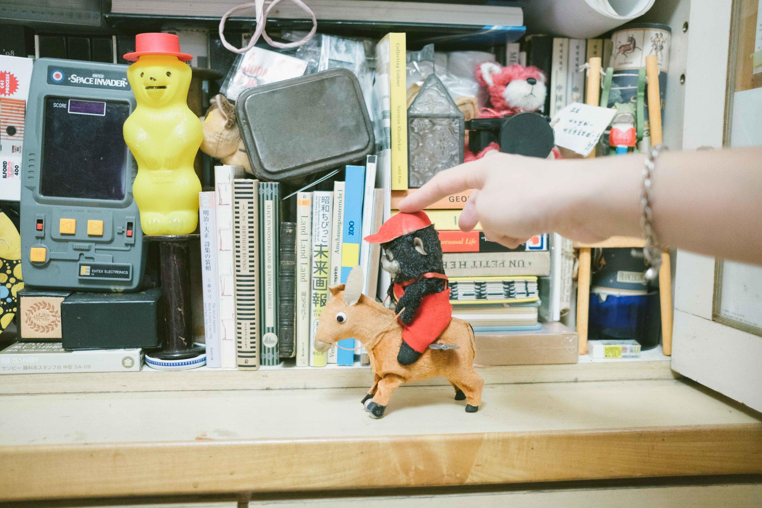 Hazen很喜歡的一個發條熊偶,是向一個紐約老爺爺買來的童年玩具。