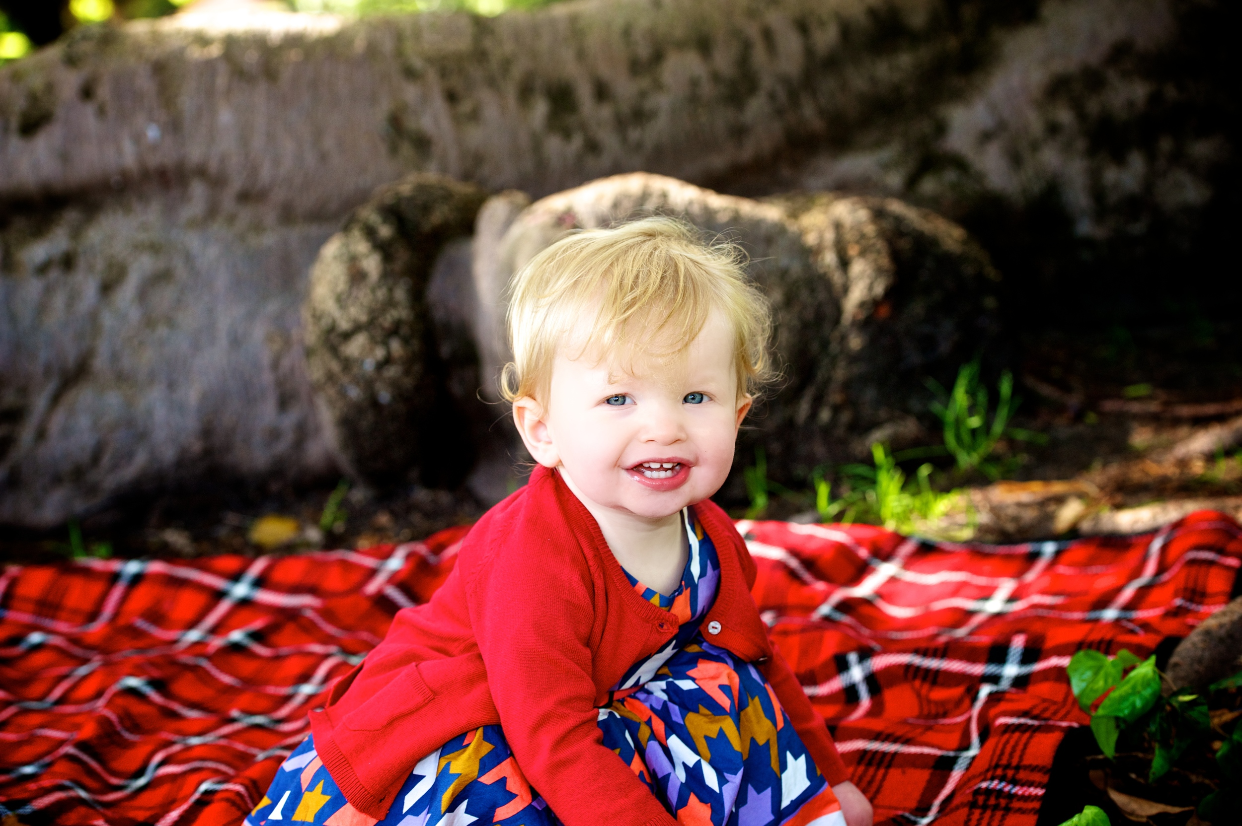 Parks such as Hyde park in Perth are a perfect place to photography young families as they play