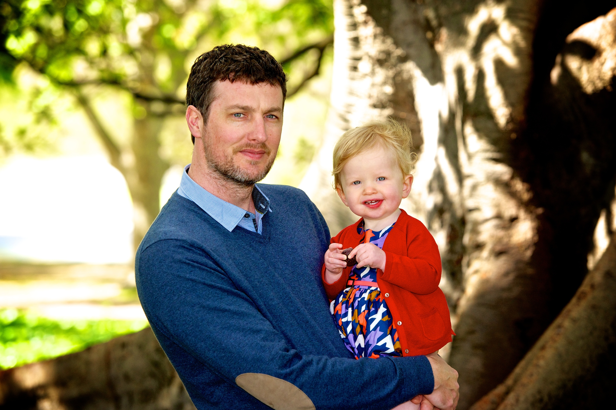 A Dad and his daughter enjoy Hyde park during a family photography session