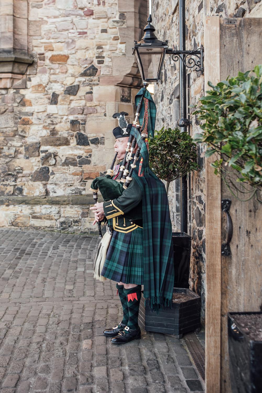 EdinburghCastleHarryPotterWeddingPhotography-18.jpg