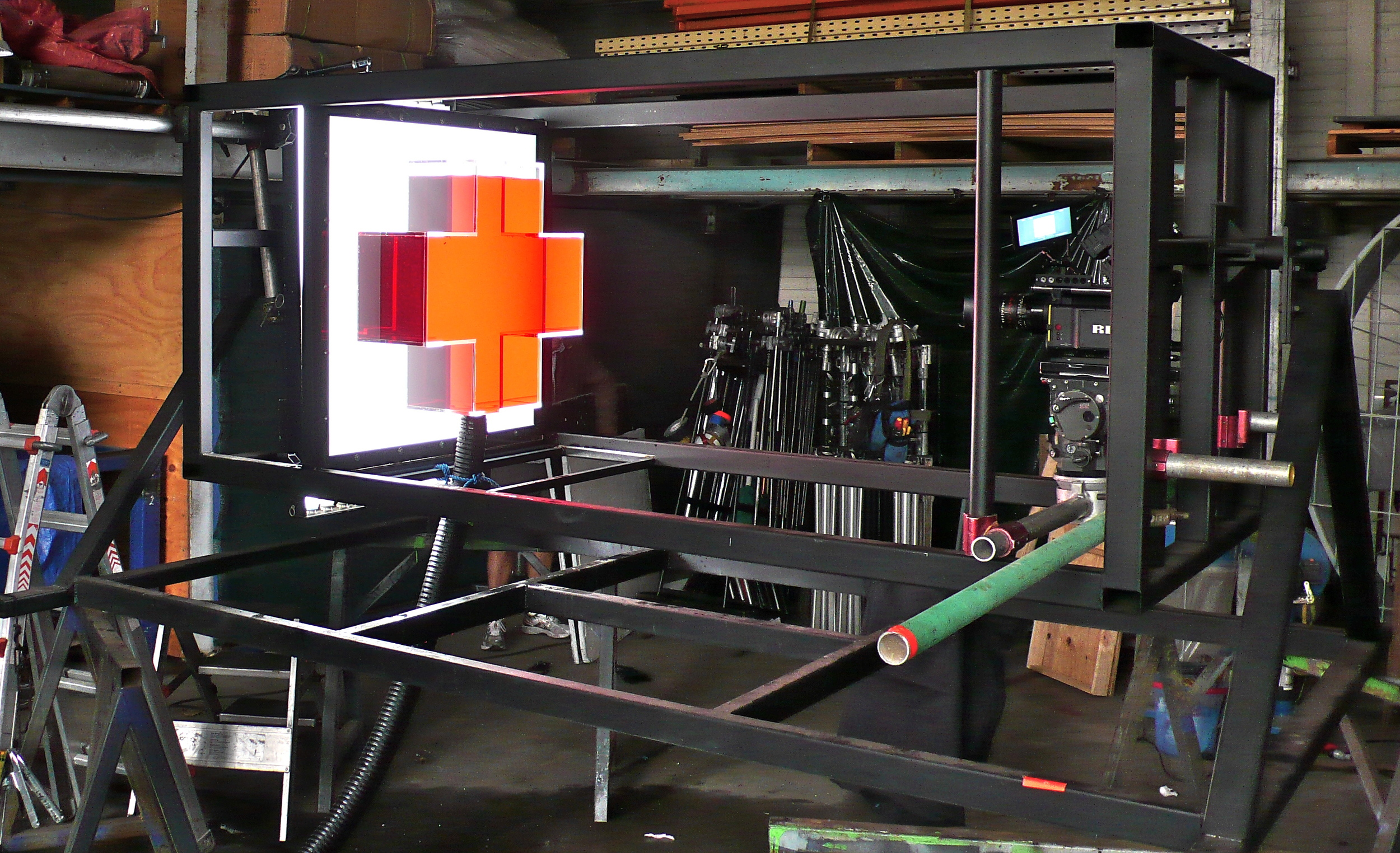 large rig to rock perspex cross tank and camera from side to side at the same time