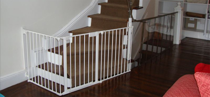 The white version of the Broadway Baby Gate