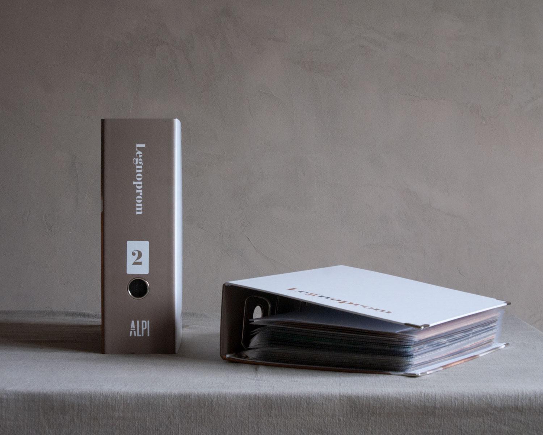 Папка-каталог - Для профессионалов мы подготовили папки-каталоги, которые удобно регулярно использовать в работе. Каждый образец формата А4 позволяет клиенту оценить текстуру и сделать выбор.Стоимость комплекта из двух томов: 100 евро. Бесплатная доставка.