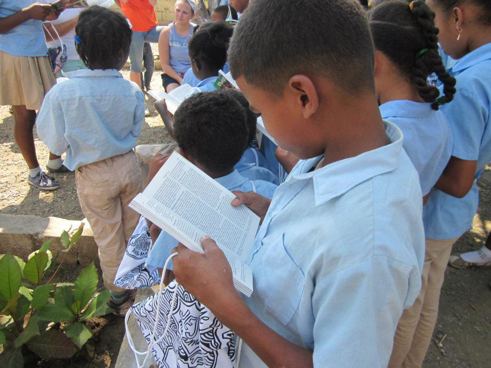 6000 New Testaments and backpacks arrived in the Dominican Republic