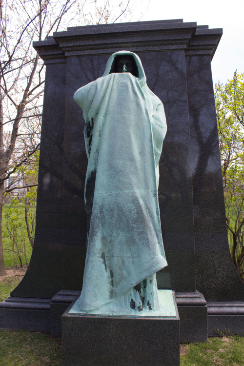 """Lorado Taft's """"Eternal Silence"""" monument for Chicago hotelier Dexter Graves features a specter of death who is actually pretty hot!"""