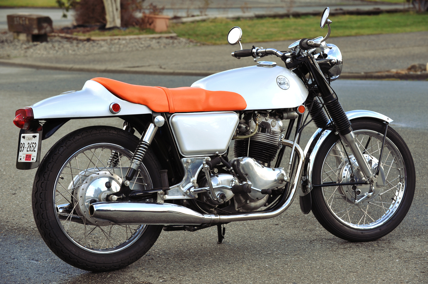 Norton Fastback-01.jpg