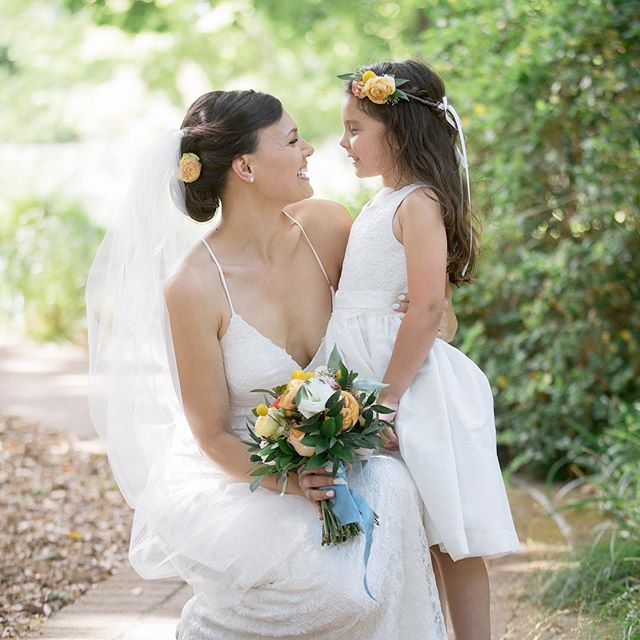 Such sweet flower girl moments 🌷💕